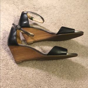 Cole Haan like new wedge sandal - sz 5.5